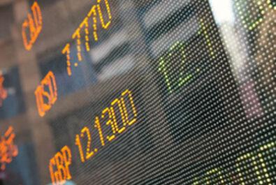 Exchange rate plunge keeps grey nomads at home n their caravans and motorhomes